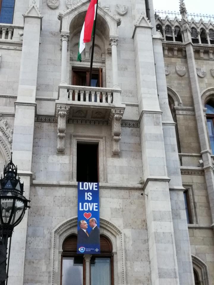 """""""Diktátorok"""" – így üzent az ellenzék Orbánnak és Erdogannak"""