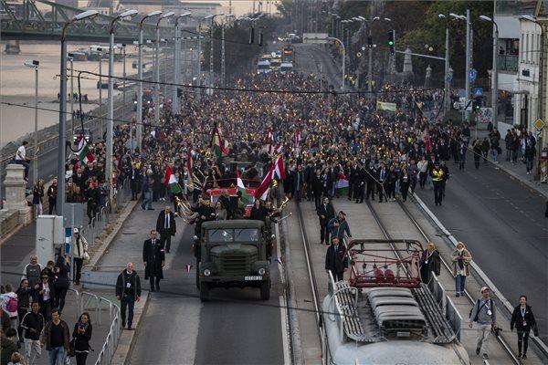Sok kárpátaljai és szlovákiai egyetemista jön ünnepelni – a volt miniszterelnök külön köszöntötte őket