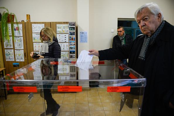 Krakkóban és Gdanskban is maradnak az ellenzéki főpolgármesterek