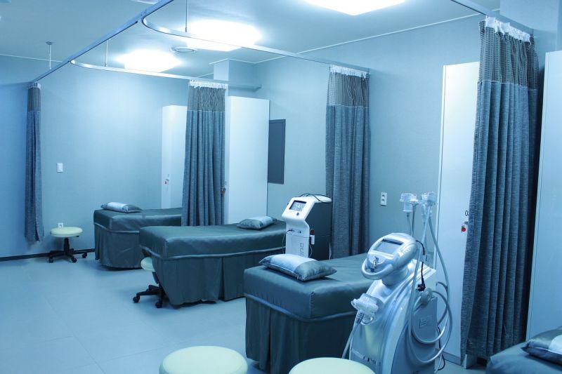 Megszüntetik a fizetős szolgáltatásokat a kórházakban