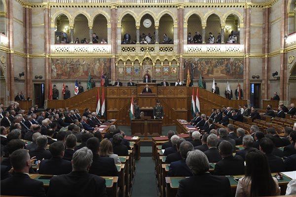 Elájult egy fideszes képviselő a parlament ülésén