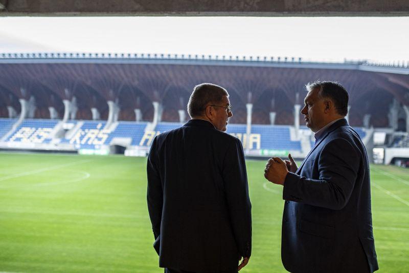 Orbán Viktor rangos vendégnek dicsekedett a felcsúti stadionnal