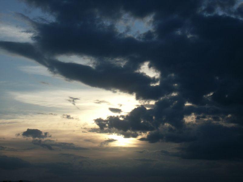 Leszakad az ég