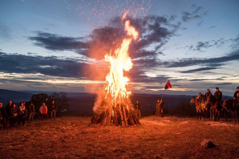Őrtüzek gyúltak a székely autonómia miatt Székelyföldön