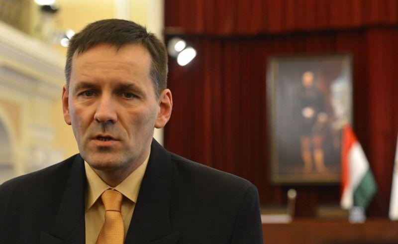 Volner János a Jobbik elnökének skinhead múltját emlegette