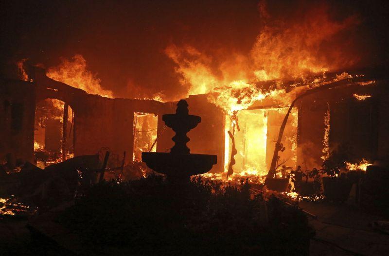 További életeket követelt a tűzvész