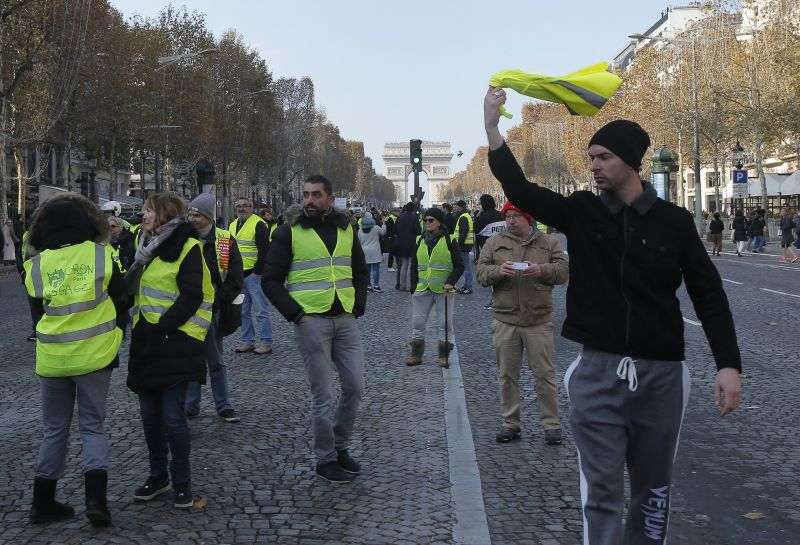 Tragédia történt a francia tüntetések alatt