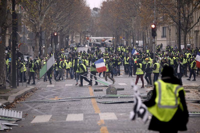 Rendkívüli állapot kihirdetését kérte a párizsi zavargások miatt a francia rendőrség