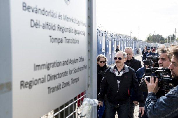 Nem engedték be az ENSZ szakértőit a magyar tranzitzónákba
