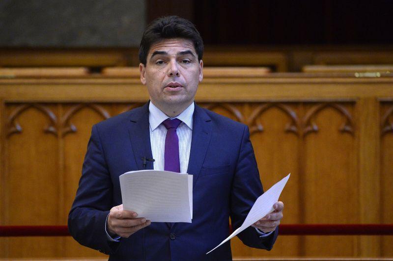 Fidesz: a kormány kiáll a világ magyarságáért