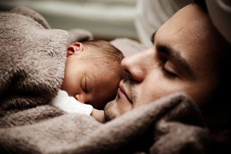 Évente 10 ezer gyerek születik hivatalosan apa nélkül