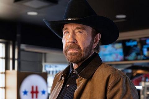 Chuck Norris saját magáról szóló viccet mondott Budapesten és egy titkot is elárult