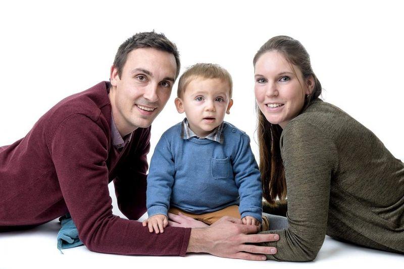 Kormánypártok: meg kell védeni a gyermekes családokat Brüsszel és a baloldal bevándorláspárti politikájától
