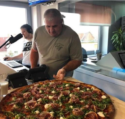 Fekete László megküzdött egy gigantikus pizzával – itt a végeredmény!