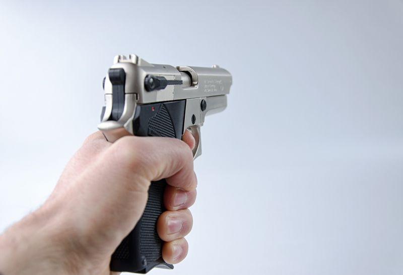 Elfogtak egy szerb férfit Győrben, aki fegyverrel vitt el árukat egy benzinkútról