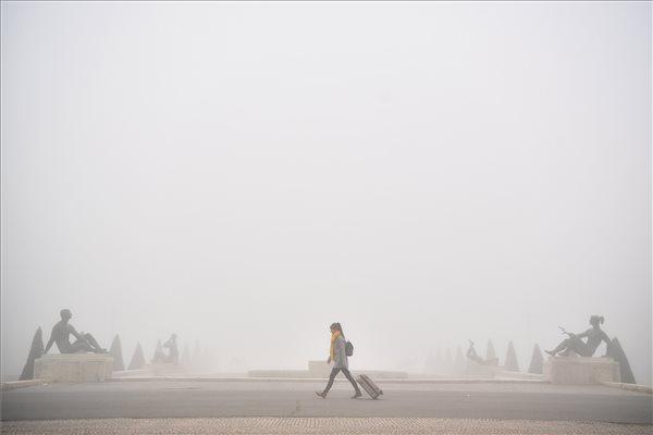 Sűrű köd szállt le több megyénkre, figyelmeztetést adott ki a meteorológiai szolgálat