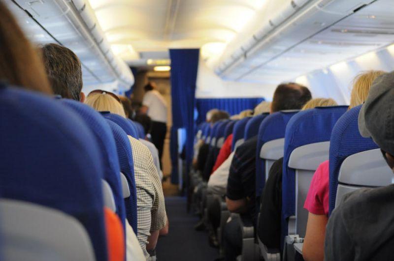 Eszébe sem jutna az embernek, hogy ilyen történjen egy repülőn