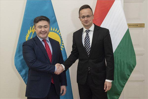 Szijjártó Péter fogadta a kazah gazdasági minisztert
