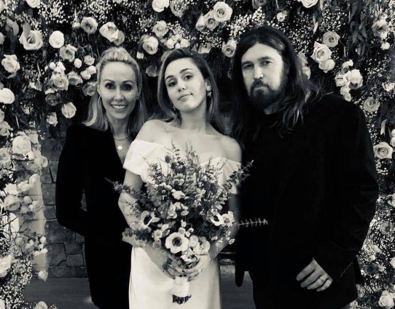Miley Cyrus ezért tartotta a nappaliba esküvőjét