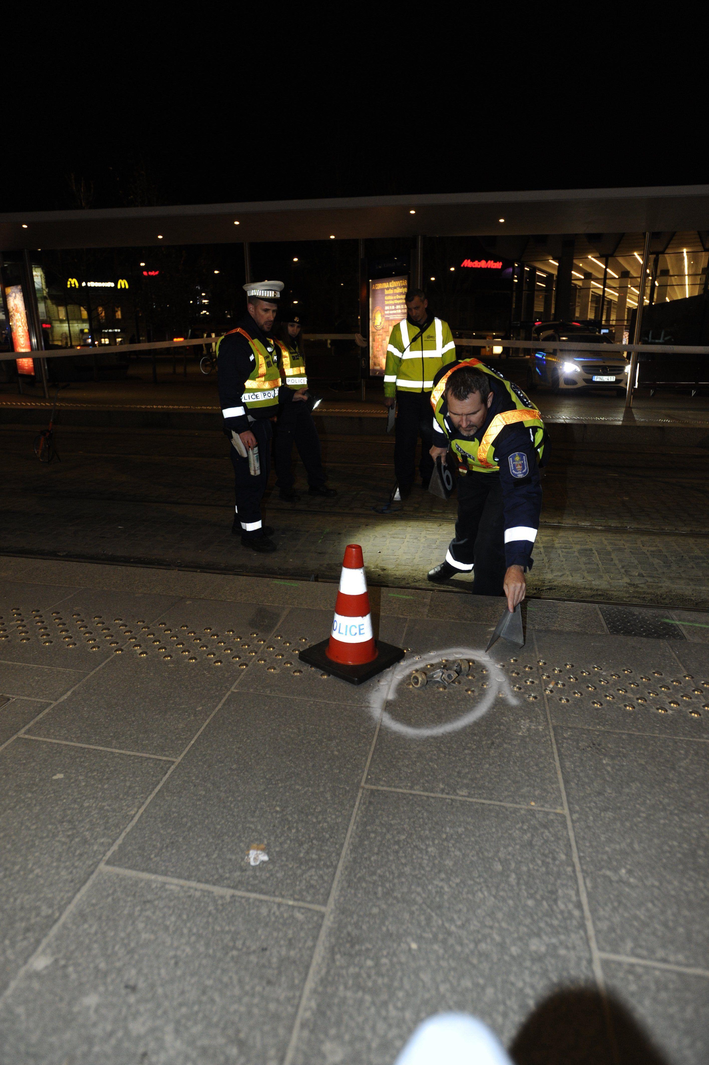 Blikk: gördeszkával siklattak ki egy villamost a Széll Kálmán téren