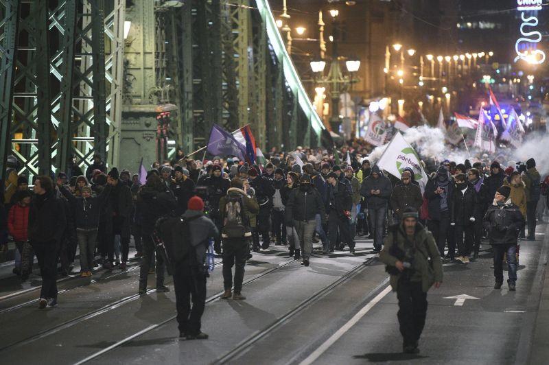 Az ellenzék provokátoroktól tart a mai tüntetésen