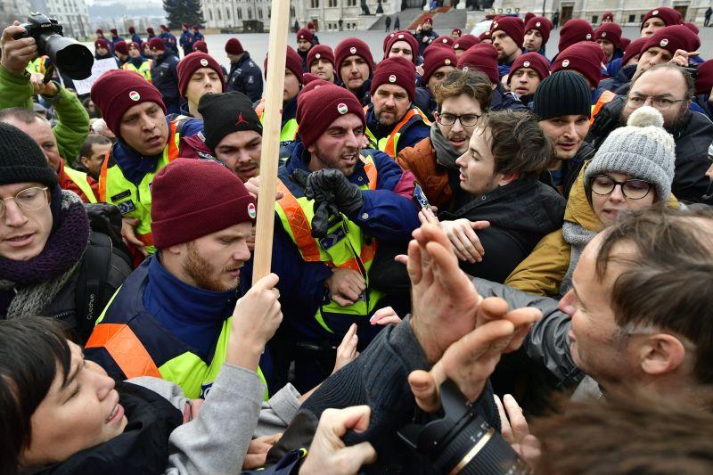 Ettől félhet a kormány: mérgesek a rabszolgának nézett munkások, országos útlezárások jöhetnek