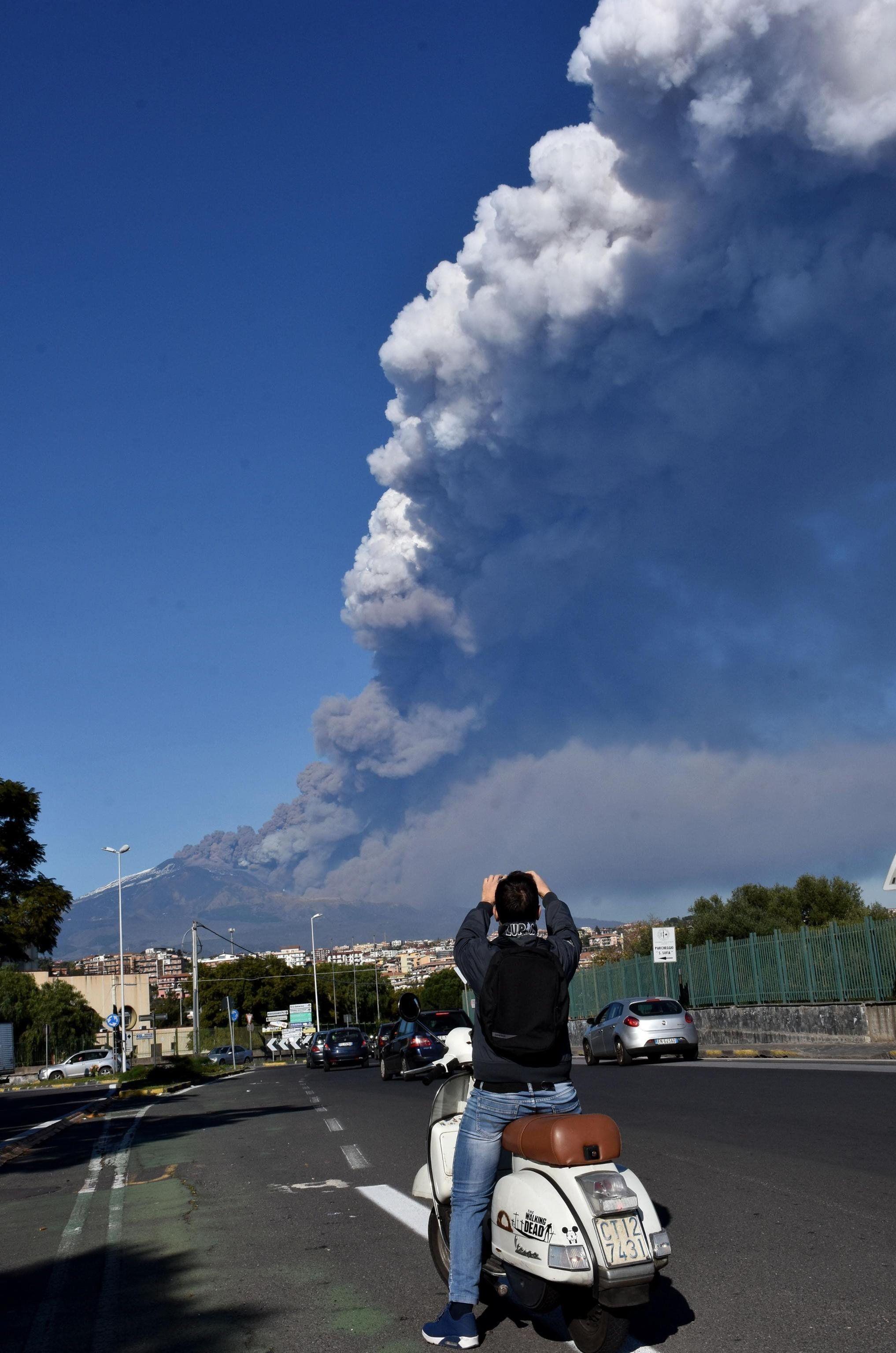 Tízen megsérültek az Etna körüli szerdai földrengésben