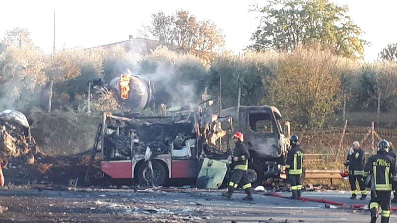 Felrobbant egy teherautó Olaszországban, több halálos áldozat van