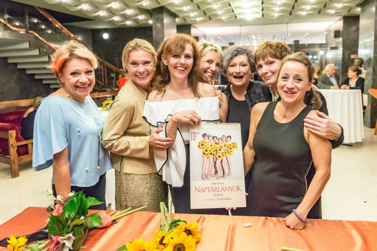 Anyaszült meztelenre vetkőztek az 50+-os magyar színésznők – jótékony célra fordítják a bevételt