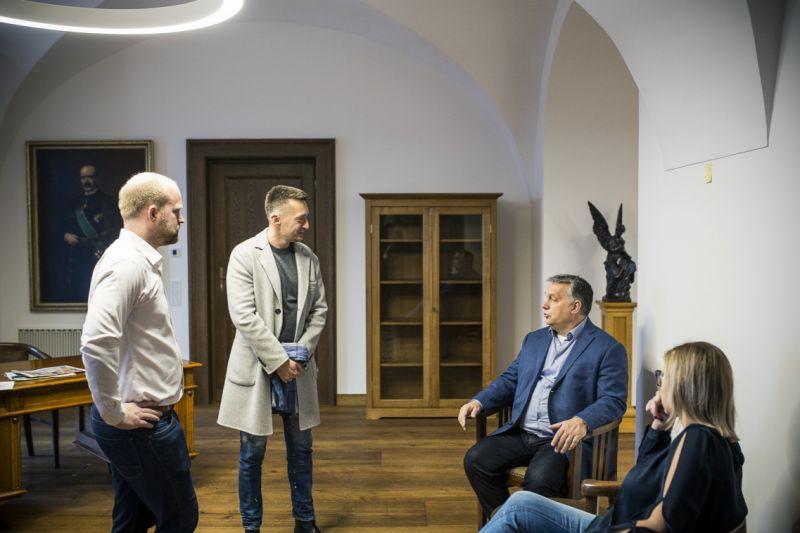 A Gundel étterem főz majd Orbánra a puritánnak ígért irodájában
