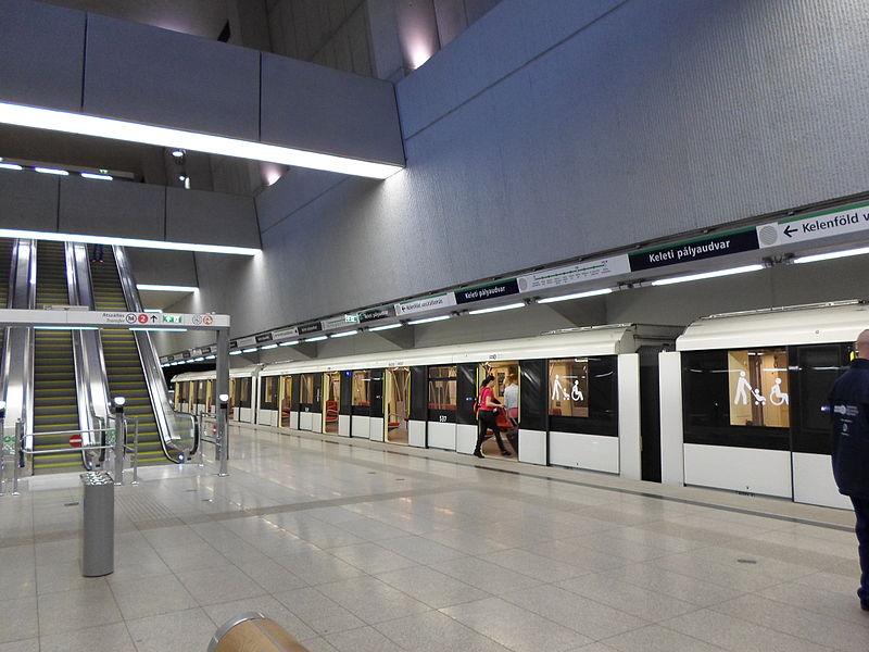 Hamarosan beléptetőkapuk lesznek a 4-es metró Keleti pályaudvari végállomásán