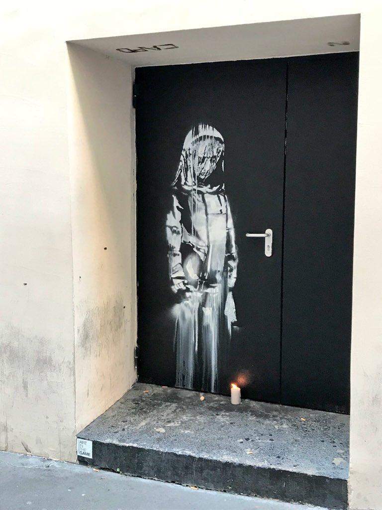 Ellopták Banksy graffitijét, amely a párizsi Bataclan-áldozatoknak állított emléket