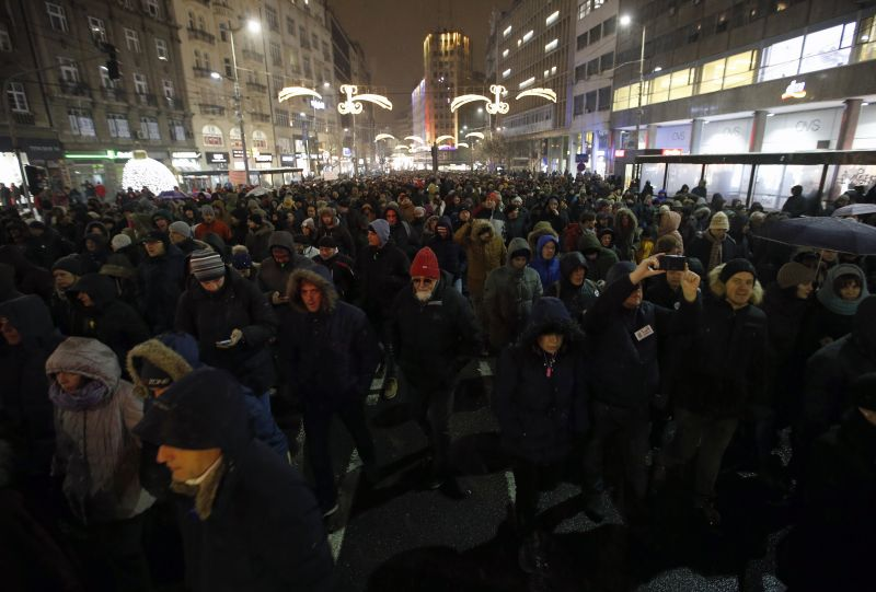 Hatodik hete tiltakoznak a kormány ellen Belgrádban