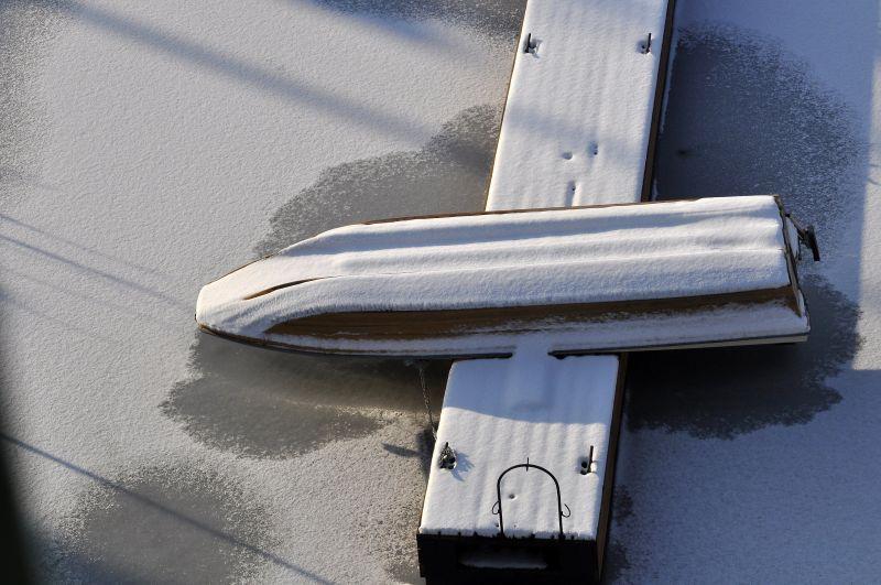 Jég alá került egy halőr Pest megyében