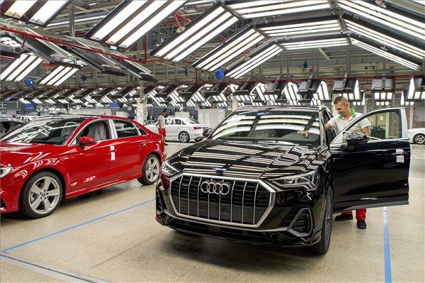 Minimum 75 ezer forintos béremelést követelnek a győri Audinál