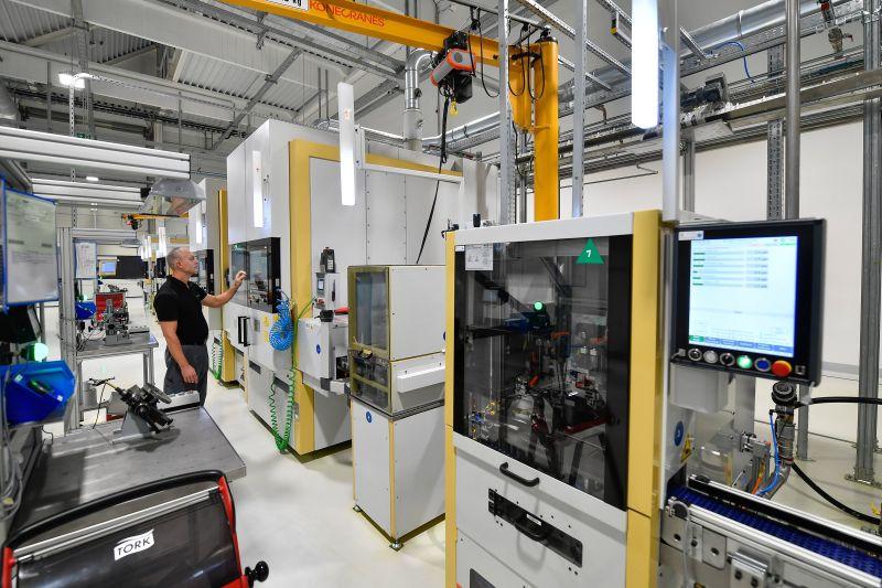 Szijjártó: az új beruházások által létesült munkahelyeken 420 ezer forint az átlagbér