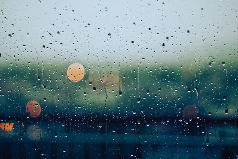 Esős napok jönnek, dehétvégére enyhül majd az idő