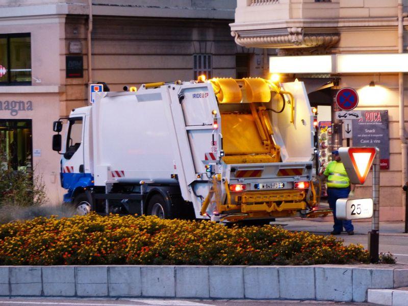 Közel 100 köbméternyi hulladékot szedtek össze a fővárosban a szilveszteri éjjel után