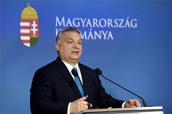 """""""Hazudott, mellébeszélt, megfutamodott"""" – ellenzéki reakciók Orbán rendhagyó kormányinfójára"""