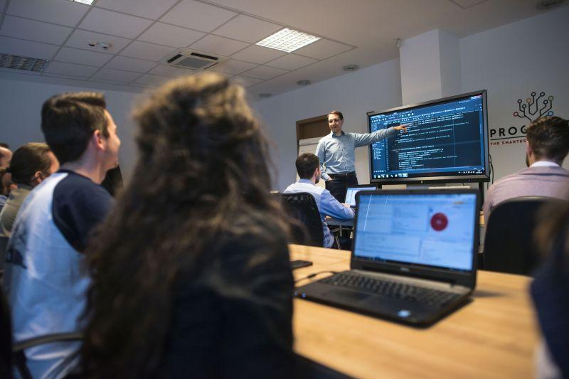 A programozás segíti a fiatalok külföldről való hazatérését