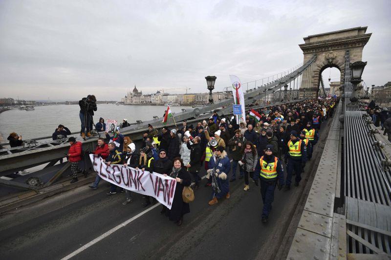 """Budapesten is tüntetnek a """"rabszolgatörvény"""" és a kormány ellen"""