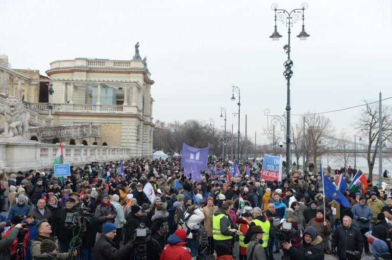 Az összefogásban bíznak a tüntetők