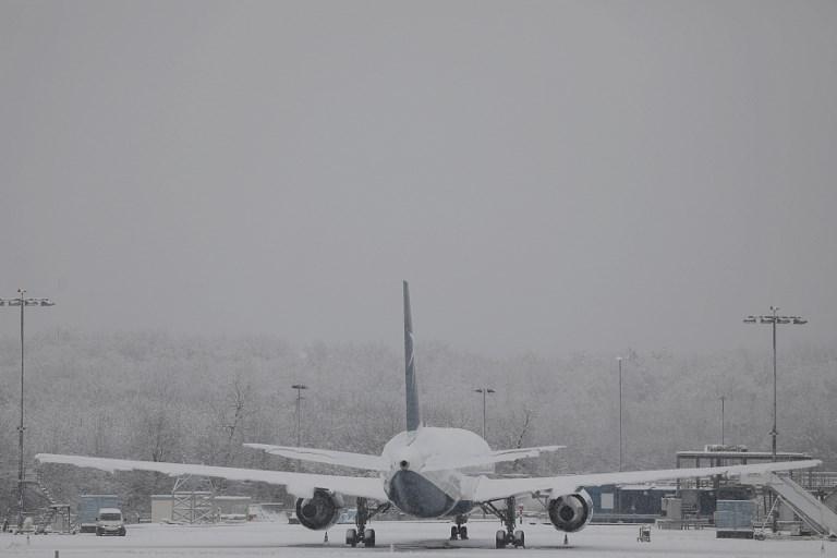 Repülőjáratok ezreit törölték a hóvíhar miatt