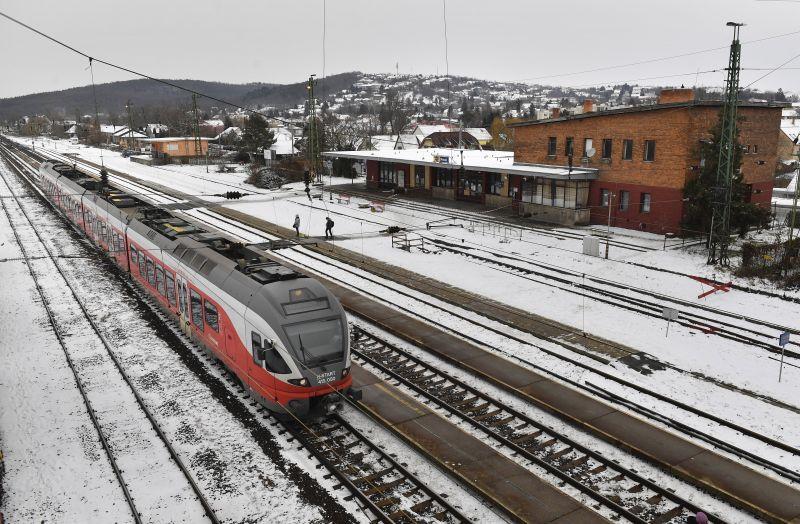 Összesen 3,6 millióval nőtt a vasúttal utazók száma