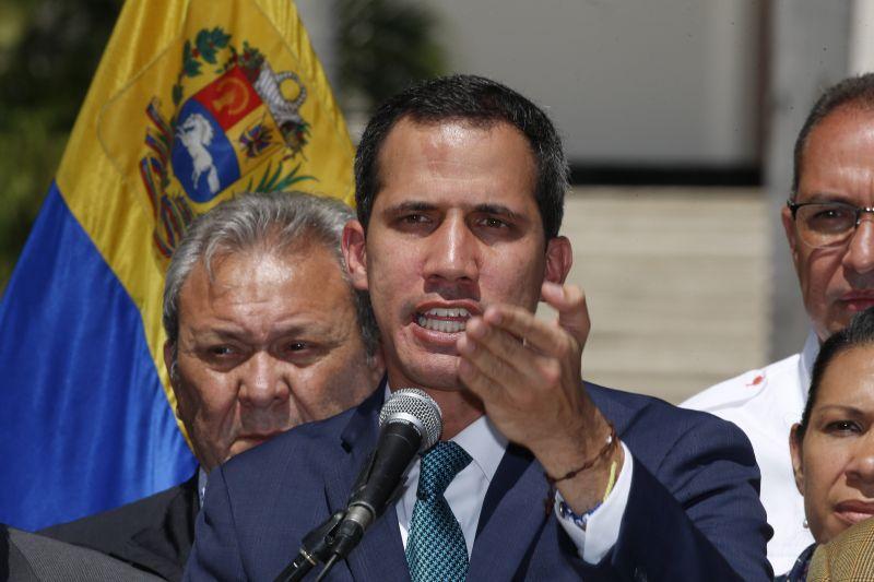 Bolton: Washington mentesítheti a büntetések alól a Guaidót támogató katonatiszteket