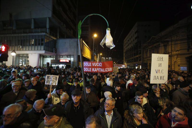 Szerbiában megcsinálták: bojkottálja a parlamentet az ellenzék a tüntetések miatt