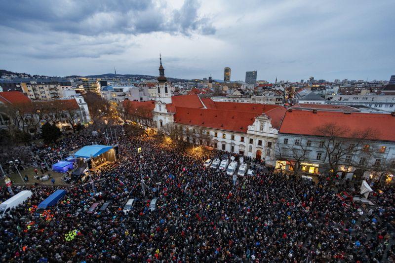 Pozsonyban és több szlovákiai városban is tüntetéseket tartottak a meggyilkolt Ján Kuciak halálának évfordulóján