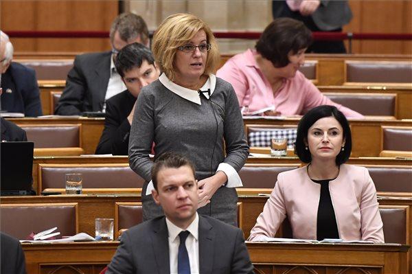 """""""A betegeket félemlíti meg"""" az MSZP politikusa, ha Gulyás Gergelyt hazugnak nevezi – jogi lépéseket fontolgat az Emmi"""