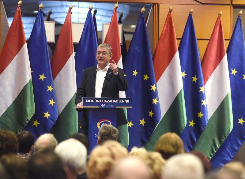 """Gyurcsány: """"Orbán Viktor nem a menekültek ellen, hanem azok érkezéséért harcol"""""""