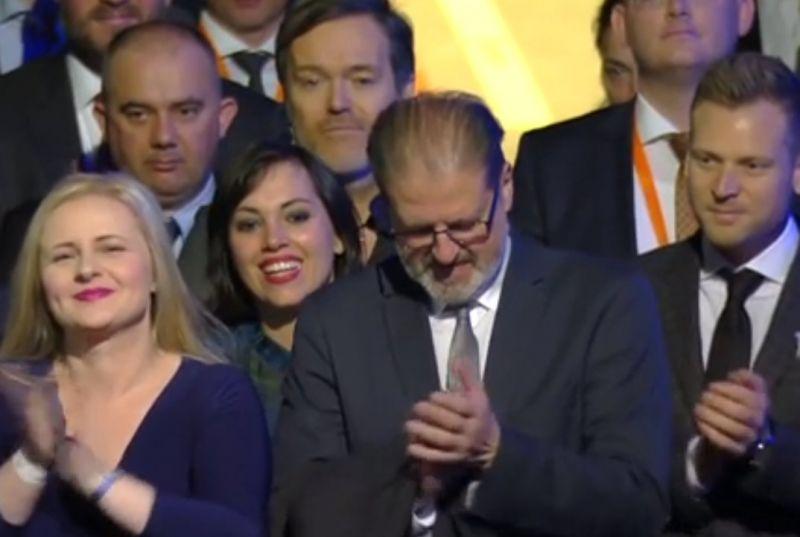 Nyilvánosan mutatkozott Habony Árpád, Orbán Ráhel mögött pislogott